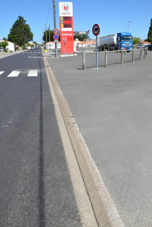 NoirmoutierBarbâtre_borduresupermarché