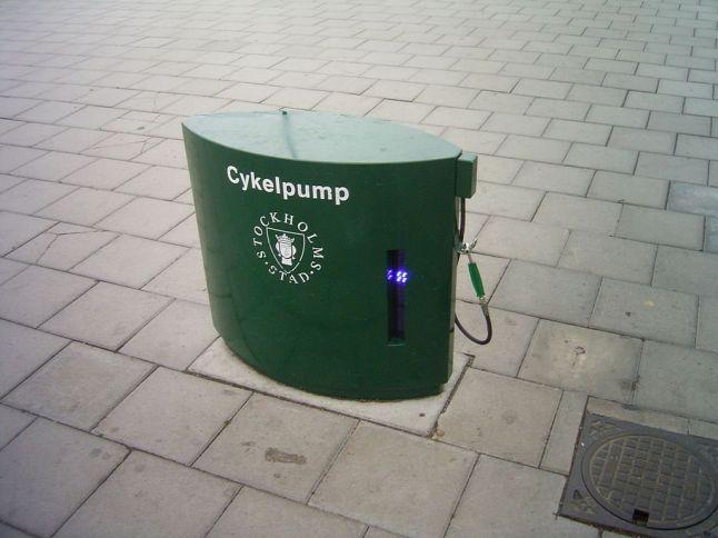 1024px-Cykelpump-Stockholm